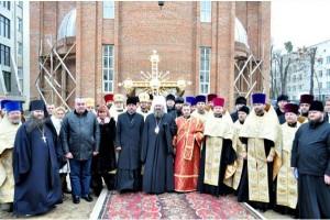 Владыка-наместник освятил на купольный крест